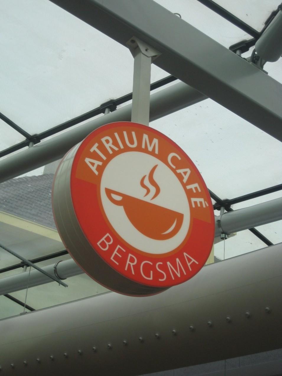 http://www.frieslandreclame.nl/wp-content/uploads/2015/03/atrium-cafe-955x1273.jpg